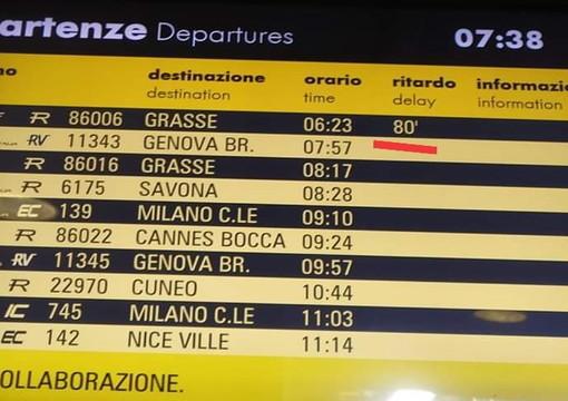 Ventimiglia: treno con più di un'ora di ritardo per controlli della polizia a Mentone, la rabbia dei frontalieri