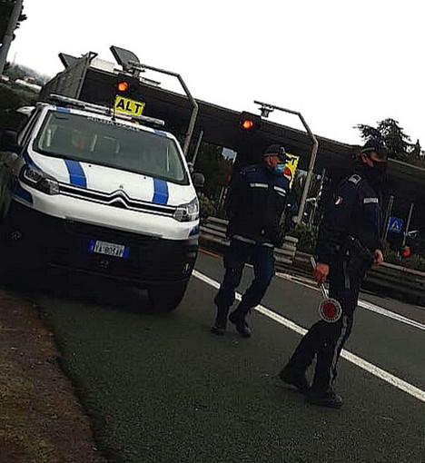 Sanremo: provincia in arancione ma rimangono i controlli della Polizia Locale al casello autostradale (Foto)