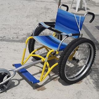 Ospedaletti: una carrozzella e un operatore per far raggiungere il mare ai diversamente abili