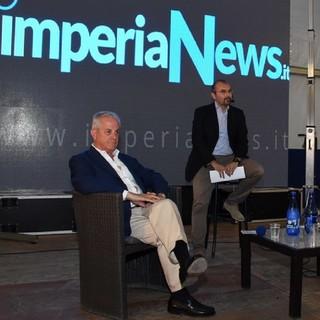 Claudio Scajola e Federico Marchi durante il dibattito finale del ballottaggio 2018