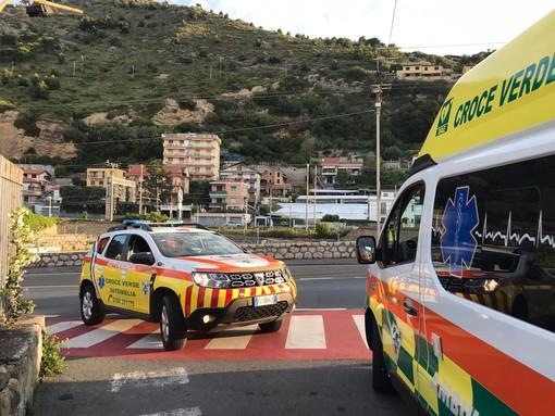 Ventimiglia: migrante cade dal tetto della stazione ferroviaria, lievi ferite e trasporto in ospedale