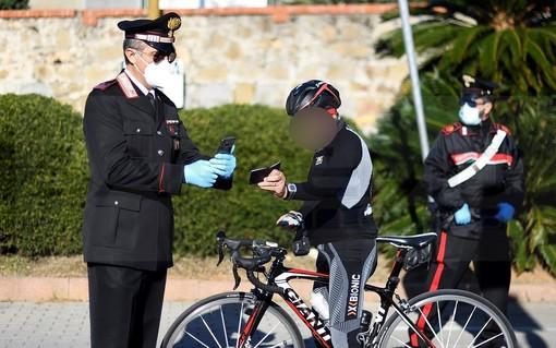 Sanremo: controlli dei Carabinieri sulla ciclabile per verificare eventuali atleti da altri comuni (Foto)
