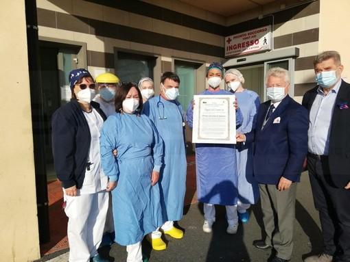 Il Sindaco di Ventimiglia ha consegnato i diplomi da 'Angeli del Covid' agli operatori degli ospedali di Sanremo e Bordighera