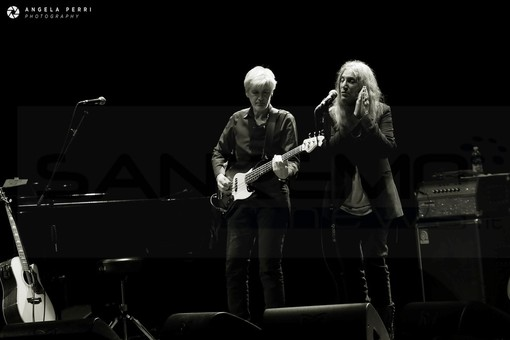 "Patti Smith delizia l'Ariston e dedica ""Perfect day"" a Sanremo, al suo clima e al suo mare (Foto)"