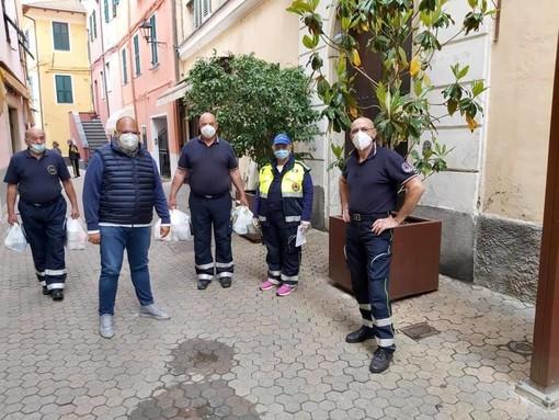 Riva Ligure: Walter Lagorio dona generi alimentari alle famiglie in difficoltà, il ringraziamento del Sindaco