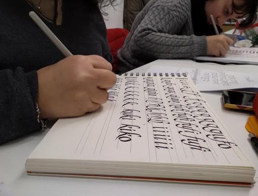 Imperia: domani un nuovo workshop sulla calligrafia da 'SibillaviaXX' con Barbara Calzolari