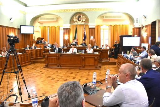 Sanremo: accordo sugli orari dei Consigli comunali, si comincia alle 19 con argomenti 'leggeri', altrimenti alle 17.30