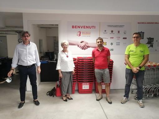 Un furgone carico di alimenti: service del Rotary Club Sanremo a sostegno dell'emporio solidale della città dei fiori