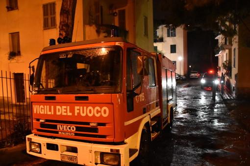 Vallecrosia: principio di incendio all'insegna della banca Carige, intervento dei Vigili del Fuoco