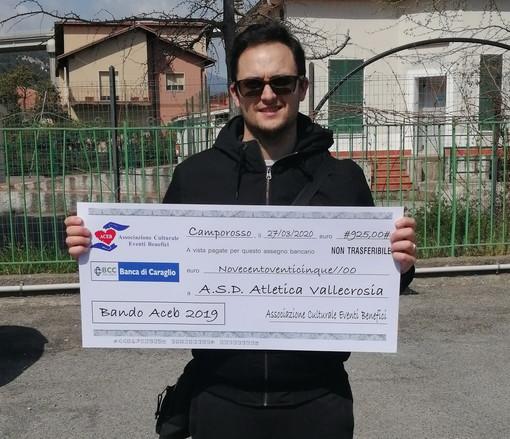 Consegnati dalla Aceb gli assegni 'virtuali' alle associazioni 'Non siamo soli' e 'Atletica di Vallecrosia'