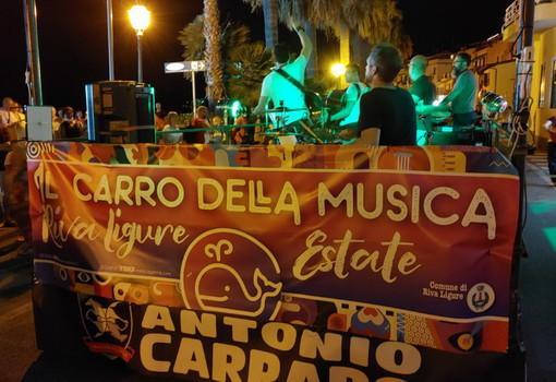 Riva Ligure: questa sera alle 21 i 'BluCobalto' si esibiranno sul 'Carro della Musica'