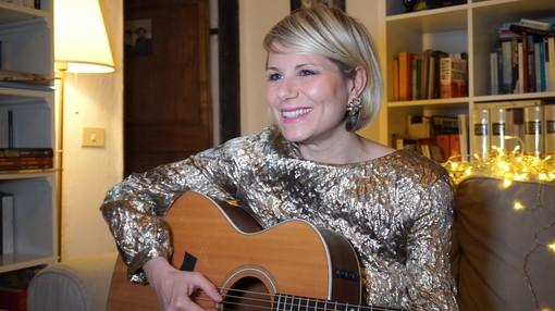 La cantautrice di Lingueglietta Chiara Ragnini omaggia il leggendario Gino Paoli in una cover d'autore