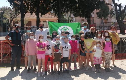 Diano Marina: ieri la cerimonia di consegna della 'Bandiera verde' alla Primaria di Villa Scarsella (Foto)