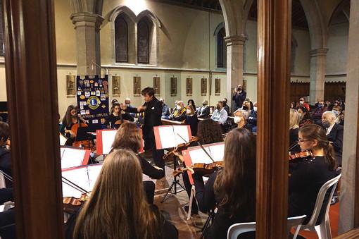 Sanremo: grande emozione e commozione per il Concerto dell'Orchestra Giovanile 'Note Libere' in suffragio delle vittime della pandemia (foto)