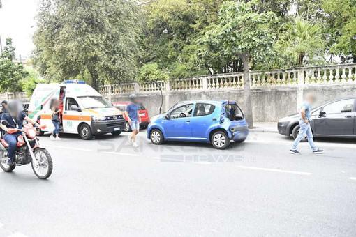 Sanremo: camion della spazzatura centra auto in corso Cavallotti