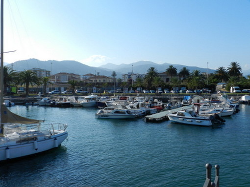 Taggia: si introduce abusivamente a bordo di una barca ma i pescatori lo vedono e chiamano i Carabinieri