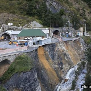 È crollato il colle di Tenda: la strada non esiste più, un disastro per Liguria e Piemonte (Foto e Video)