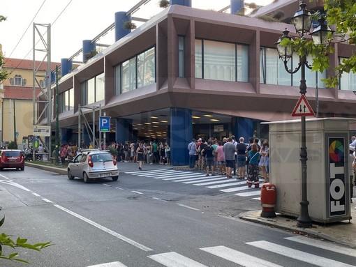 Sanremo: voglia di 'Green pass' o fiducia nel vaccino? Ieri la 'open night' è terminata oltre la mezzanotte (Foto)