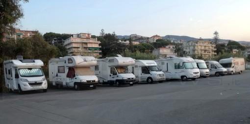 Sanremo: al via i lavori del palazzetto dello sport, ma i camper parcheggiano vicino ai campi sportivi (Foto)