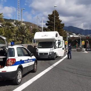 Sanremo: weekend di controlli serrati della Polizia Municipale, su 99 persone controllate elevati 11 verbali