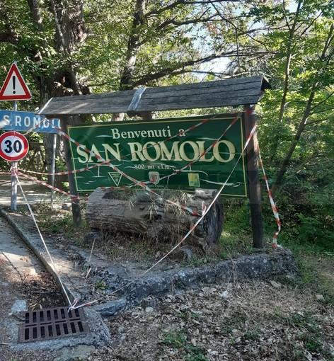 Sanremo: il cartello di benvenuto a San Romolo rischia di crollare, l'appello dei residenti per sistemarlo (Foto)