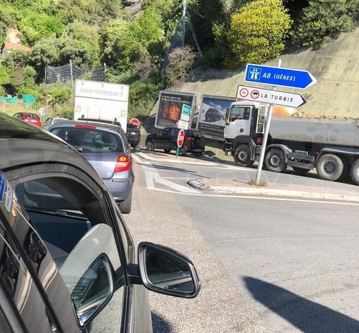 Due ore per arrivare a Monaco da Ventimiglia: lunghe code questa mattina per i lavoratori frontalieri
