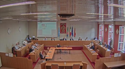 Ventimiglia: parcheggi su aree FS, il consiglio comunale approva la delibera