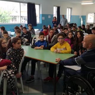 Ventimiglia: grande successo per incontro del campione di handbike Saverio Di Bari con gli studenti della Scuola Media Cavour di Roverino