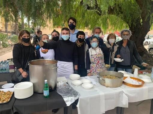 Sanremo: la pappa al pomodoro degli angeli del fango ventimigliusi a sostegno dei rifugiati afgani