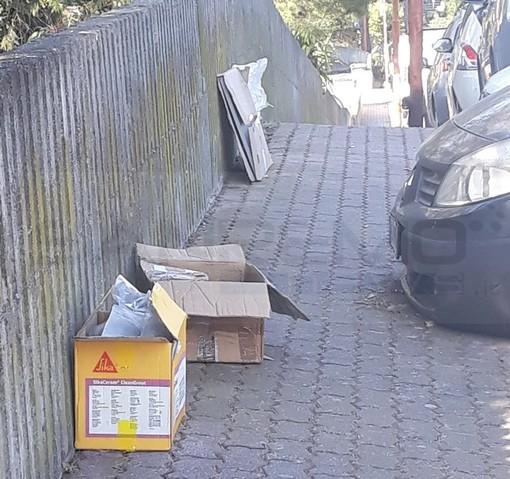 Sanremo: degrado e sporcizia tra via Padre Semeria e via Flesia, la segnalazione con foto della nostra lettrice Antonella