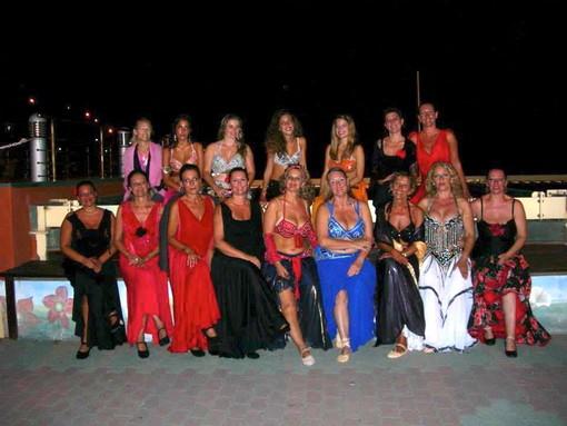 L'imperiese Francesca Paglieri inizia la tournèe estiva con il gruppo Nadija's Bellydancers