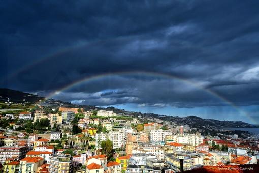 Sanremo: dopo il temporale e i diversi acquazzoni nel cielo matuziano ecco un doppio arcobaleno (Foto)