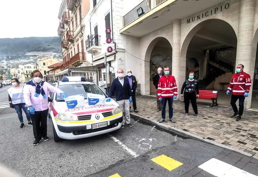 Ospedaletti: la gelateria 'Stop and go' raccoglie fondi per 200 tute sanitarie, 150 all'ospedale e 50 alla Cri (Foto)