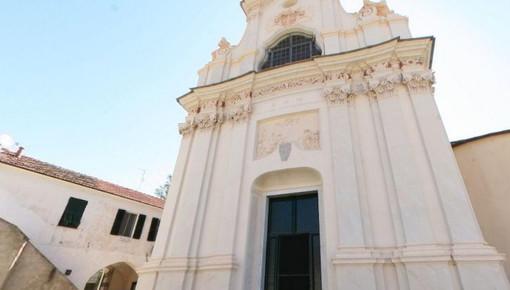 """La chiesa parrocchiale di Diano Arentino chiusa da 5 anni, gli abitanti: """"Situazione surreale e dei lavori promessi nessuna traccia"""""""