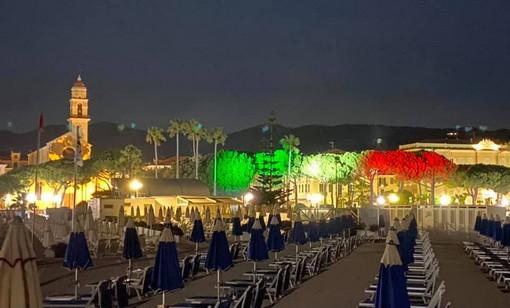 Diano Marina: con la luce per illuminarla di tricolore e l'inno nazionale è terminata ieri la giornata della 'Vespucci' (Foto e Video)