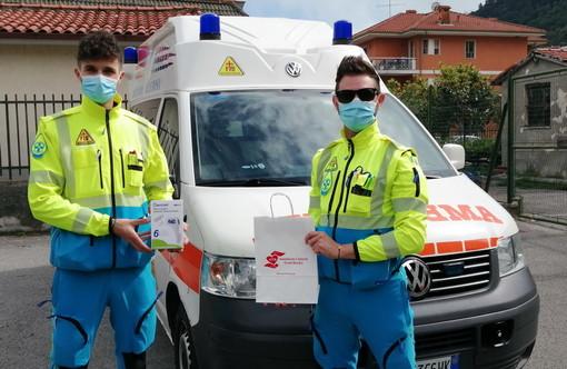 L'associazione Aceb ha donato oggi quattro termometri senza contatto a Croce Azzurra e Croce Verde