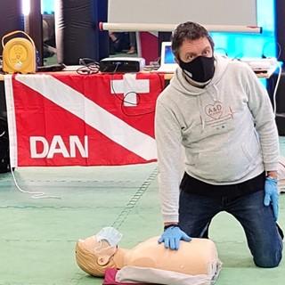 Oggi sulla ciclabile della val Nervia l'installazione del defibrillatore donato da ACEB in memoria di Monica Ligustro