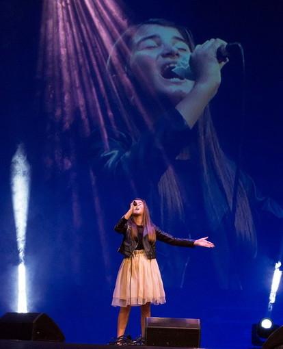 La giovane armese Diletta Genovese al festival 'Note in Radio' al teatro 'Basso' di Ascoli (Foto e Video)