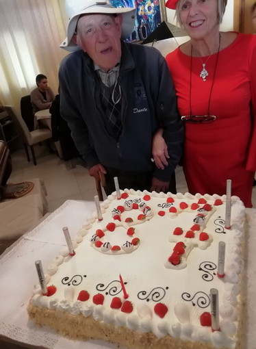 Ospedaletti: festa di compleanno per Dante Zirio, un centinaio di amici hanno celebrato i suoi 87 anni (Foto)