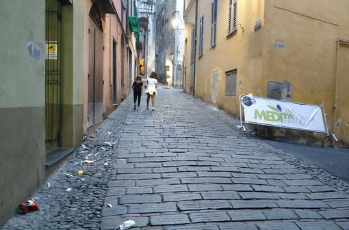 Taggia: situazione di degrado e sporcizia in via Soleri, la segnalazione con foto di un lettore
