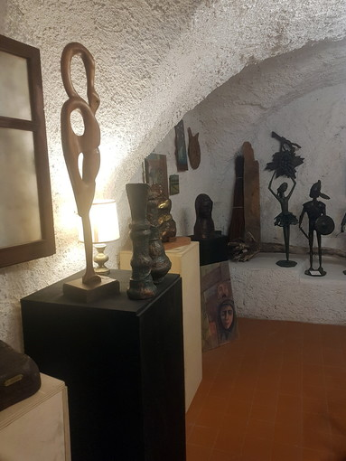 Cervo: al via le nuove esposizioni dell'associazione Pro Arte in via Castello di fronte al Comune