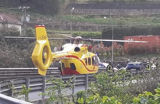 L'elicottero atterrato sulla provinciale