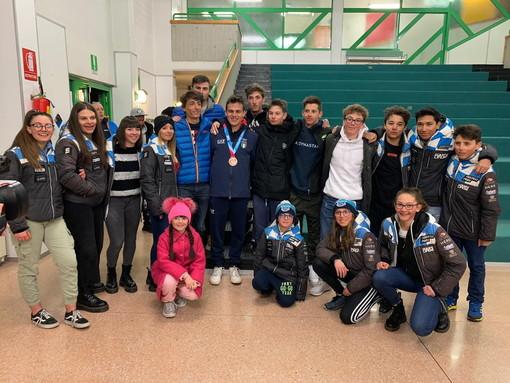 Limone in festa per il rientro di Edoardo Saracco, bronzo nello sci alpino alle Olimpiadi invernali giovanili