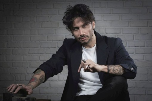 """#Festival 2017: a Fabrizio Moro la """"Menzione Premio Lunezia per Sanremo"""" per il miglior testo in gara nella Sezione Campioni"""
