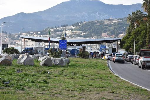 """Il Direttore della Sanità francese conferma: """"Chiudere i confini non serve, dobbiamo monitorare chi arriva da Lombardia e Veneto"""""""