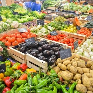 """Inflazione: Coldiretti """"+10% per la frutta e +5,4 per la verdura, salgono i prezzi del carrello"""""""