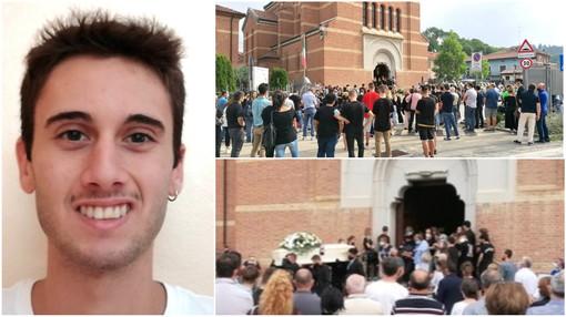 A Pocapaglia l'ultimo saluto a Matteo Muratore: il 19enne morto in un incidente a Diano Marina
