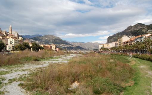 Ventimiglia: parcheggio alla foce del Roya, il Comune pensa all'ordinanza, dalla minoranza alcune perplessità