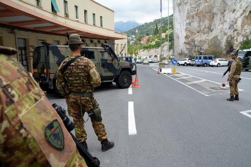 Militari in servizio presso Ponte San Ludovico in Ventimiglia