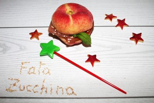 Felici & Veloci, la nuova ricetta di Fata Zucchina: 'Peach-Burger'